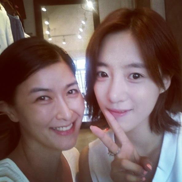 صورة صاحبة أحد المتاجر مع اينجونغ T-ara-eunjung-2-1
